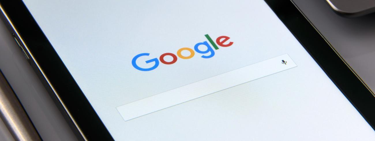 Tablet met Google © Pexels
