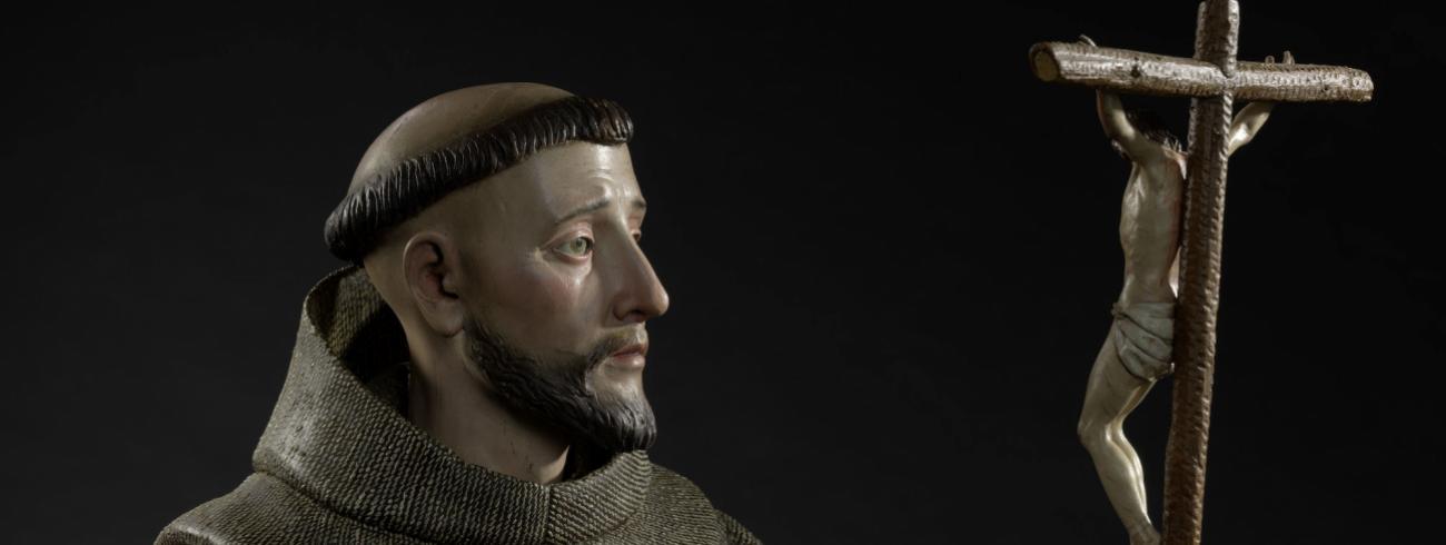 Detail van: Pedro de Mena, Saint Frances of Assisi Polychrome wood and glass, (with plinth) 86 x 38 x 32 cm (MNHA exhibition 2017-D005/001) © © Dominique Provost