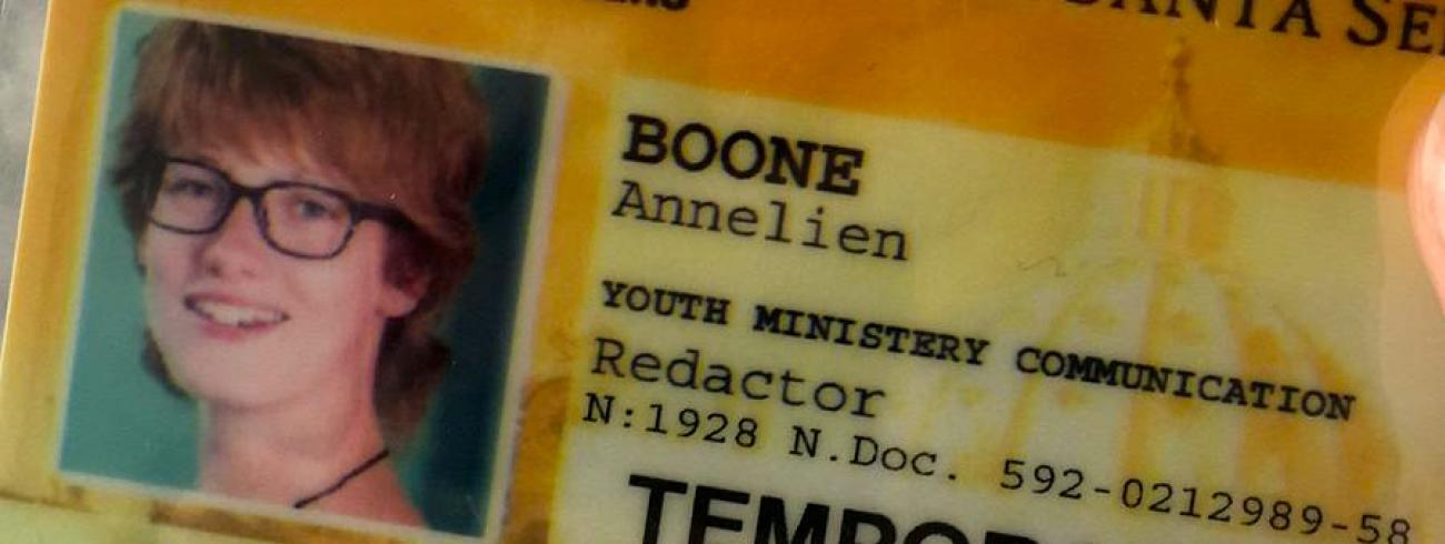 Annelien Boone volgt de jongerensynode met een perskaart. © Annelien Boone