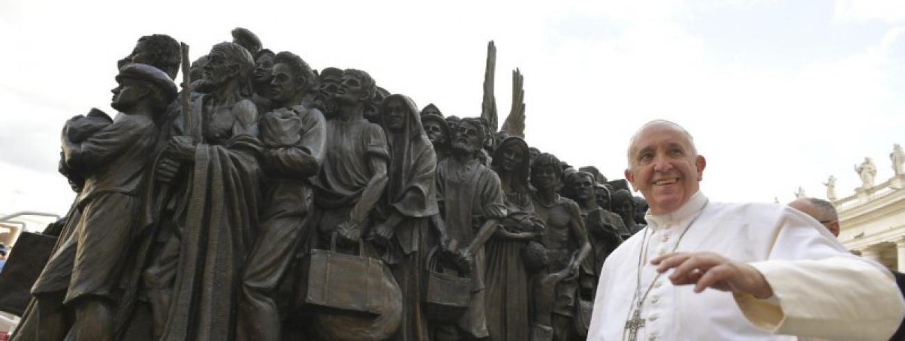 Angels Unawares van Timothy Schmalz © Vatican Media