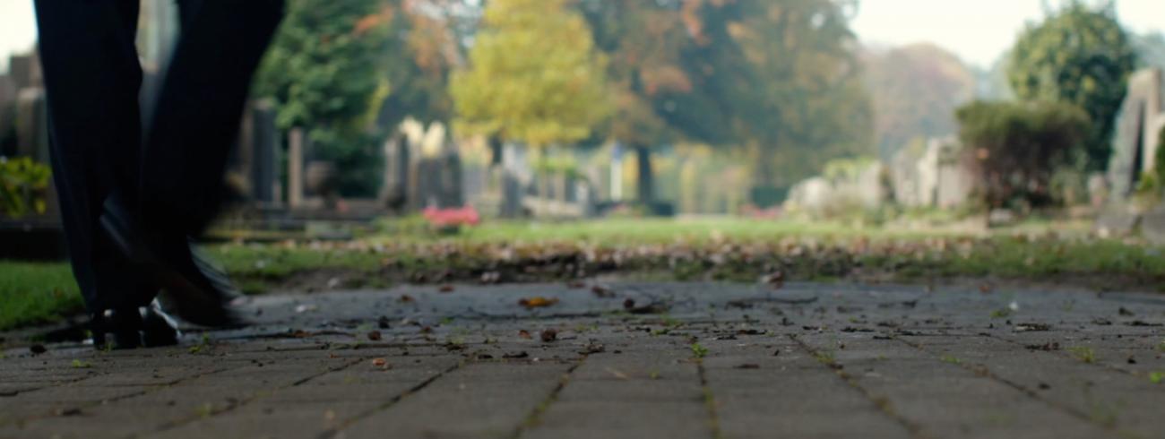 Mgr. Bonny staat stil bij de betekenis van Allerheiligen en Allerzielen op Schoonselhof in Antwerpen. © Arne Focketeyn