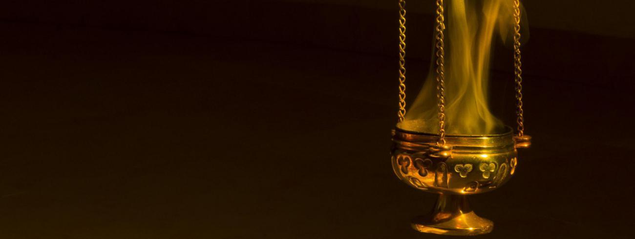 Wierook is een sterk symbolisch element waarmee we eerbied voor het overleden lichaam uitdrukken.