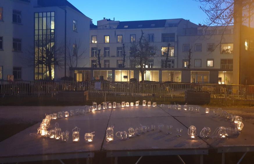 Het lichtende hart in de voortuin van wzc Hof van Egmont in Mechelen © Sonja Kareman