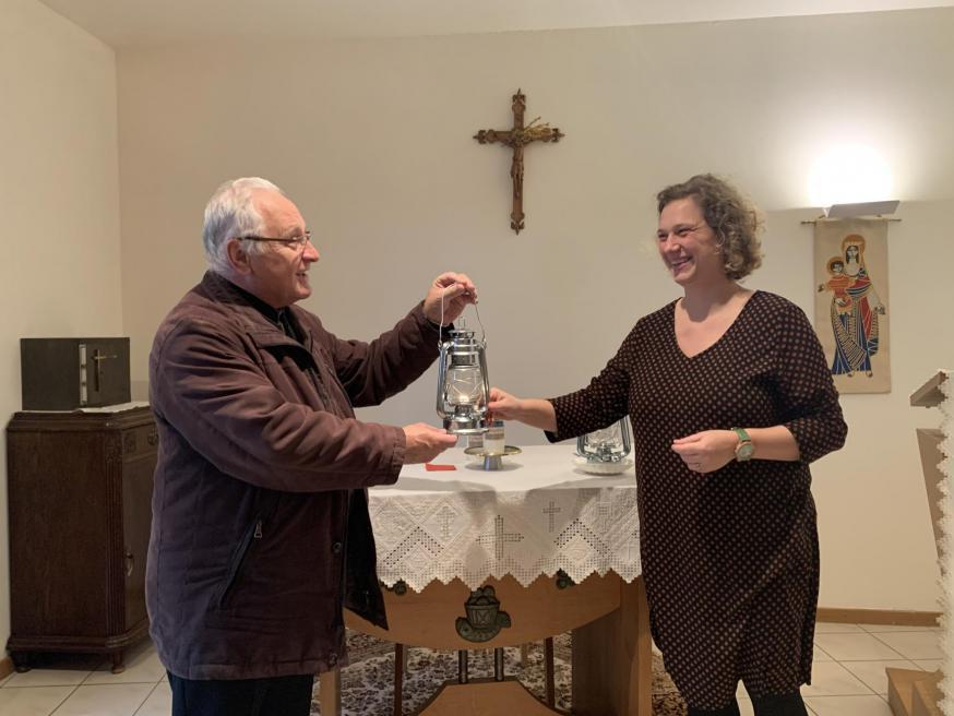 Overdracht Licht van Betlehem aan PE H.H. Martha en Maria © bisdom Antwerpen