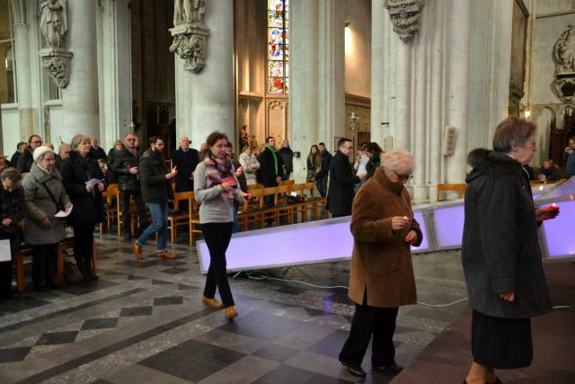 Viering rond het Passiekruis in Sint-Romboutskathedraal © Jeroen Moens