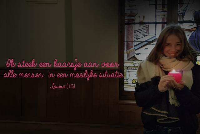Louise steekt een kaarsje aan voor alle mensen in een moeilijke situatie
