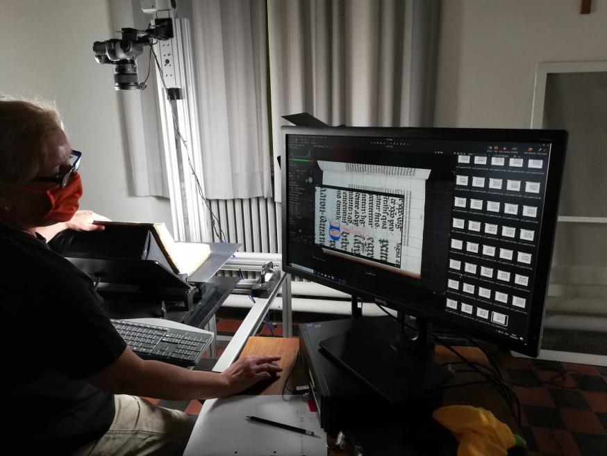Digitalisatieproces MMMONK-project in Grootseminarie Ten Duinen Brugge