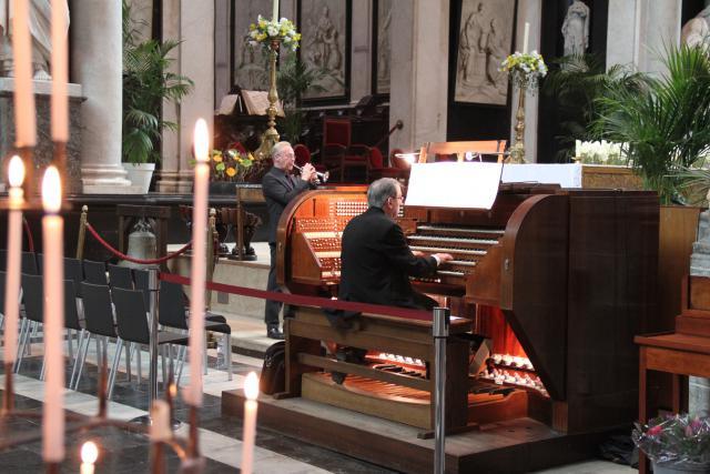 Organist-titularis Edward De Geest en trompetist Kris Van Hoorebeke © Bisdom Gent, foto: Isolde Ruelens