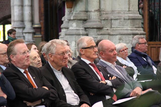 De aanwezige prominenten © Bisdom Gent, foto: Isolde Ruelens