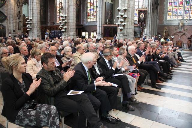 Waarderend applaus van de aanwezigen © Bisdom Gent, foto: Isolde Ruelens