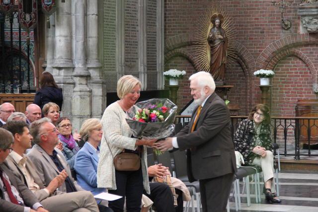 Echtgenote van werfleider Jacques in de bloemen © Bisdom Gent, foto: Isolde Ruelens