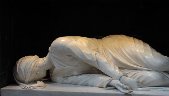 Beeld van de liggende Cecilia door Stefano Maderno. © Wikimedia