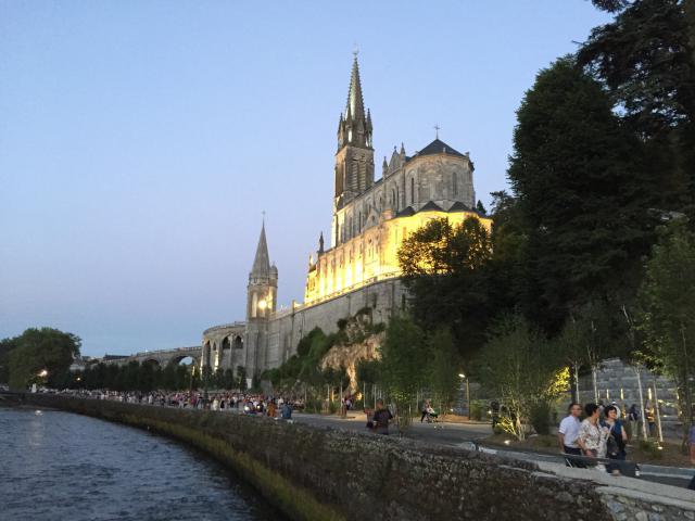 Wat een prachtig beeld in Lourdes.