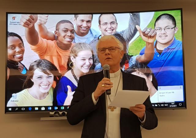 Mgr. Patrick Hoogmartens lichtte de conclusies van de enquête voor de Jongerensynode toe op het forum van het IPB © IPID