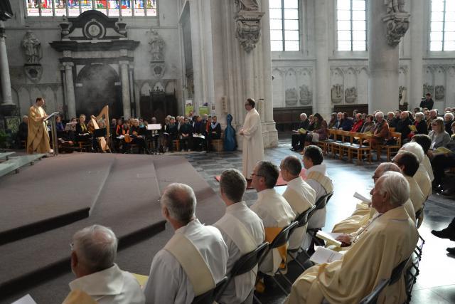 Zondag werd in de Sint-Romboutskathedraal de Mechelse bedrijfsjurist Kris Somers tot diaken gewijd © Jeroen Moens