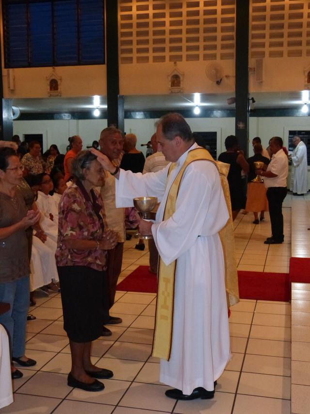 Pater generaal, Milton Zonta, in de zondagse eucharistieviering