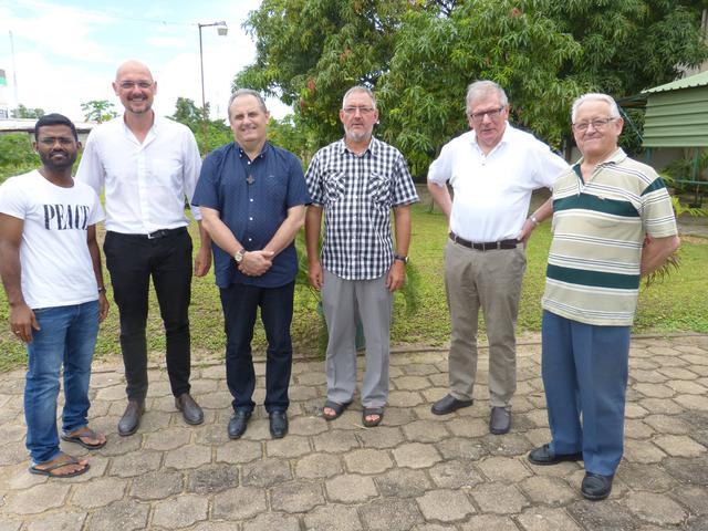 Groepsfoto: Paters Kumar, Stijn, Milton, Jan, Jan, Gerard (van links naar rechts)