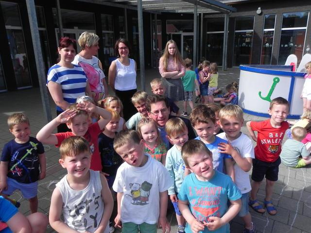 bezoek aan de school in Oostrozebeke © Thijs Vanryckeghem