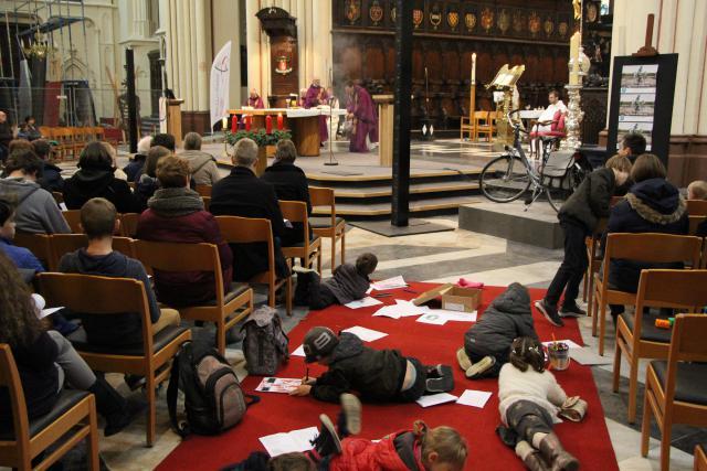 Catechese én liturgie op maat van jong en oud. Het kan eenvoudig zijn. © Marc Vercnocke