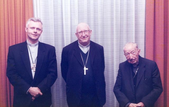De drie bisschoppen van Hasselt samen op de foto, vlnr mgr Hoogmartens, mgr. Schruers en mgr. Heusschen. © Bisdom Hasselt