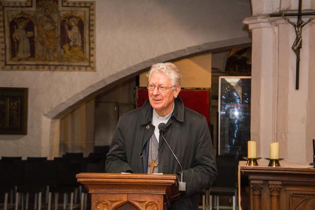 Mgr Van Looy bedankt en bemoedigt de dekenale ploegen © Bisdom Gent, foto: Karel Van de Voorde