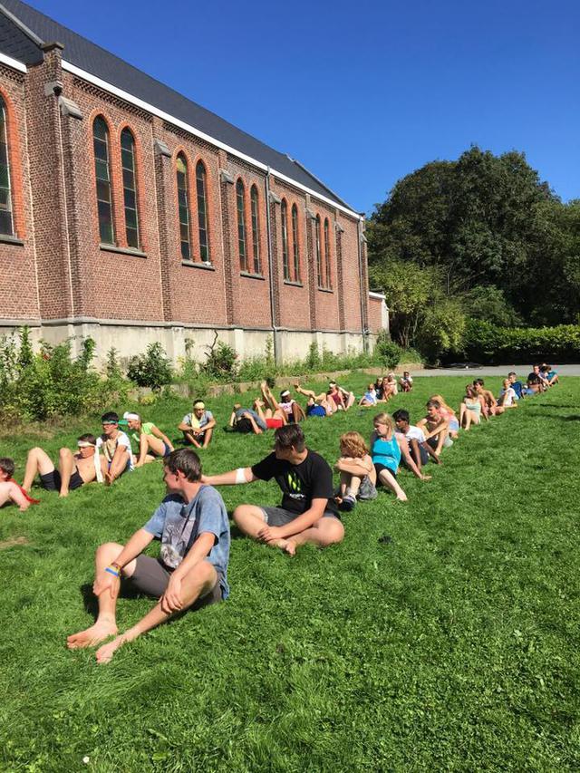 Jong Karmel had het druk op zomerkamp