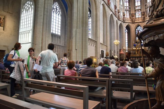 De catechistendag werd afgesloten met een eucharistieviering in de Sint-Martinusbasiliek in Halle. © PDL