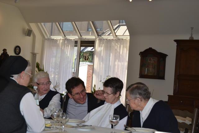 middaggebed en middagmaal bij de zusters © Dominiek Moens
