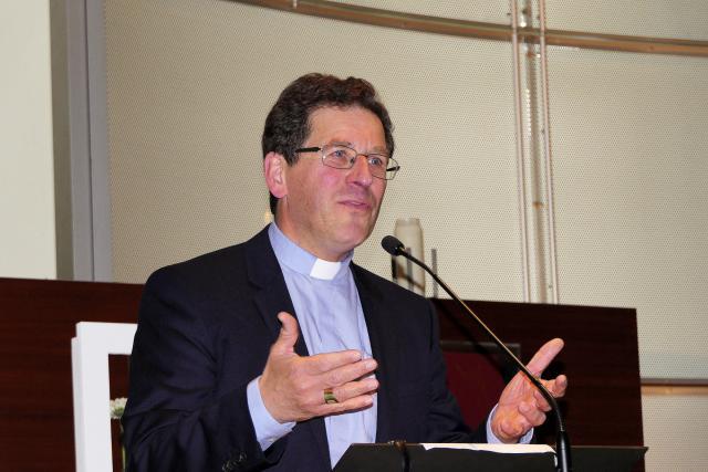bisschop Lode Aerts bedankt de deelnemers, monitoren en de stuurgroep van het Leerhuis © Lode Caes