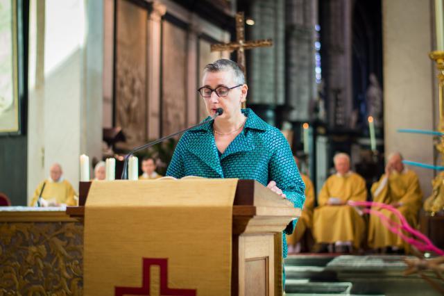 Eerste lezing door Ria Savoye - diakenwijding 2017 © Bisdom Gent, foto: Karel Van de Voorde