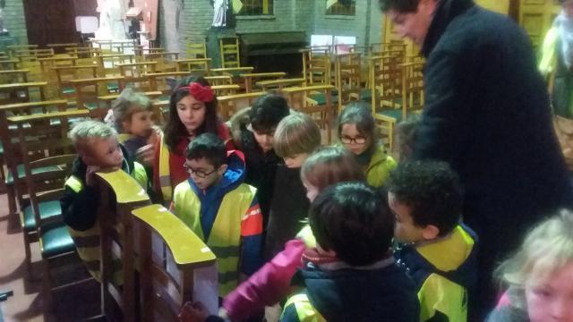 De kinderen van de Rozenkransschool staan stil bij het kerstverhaal