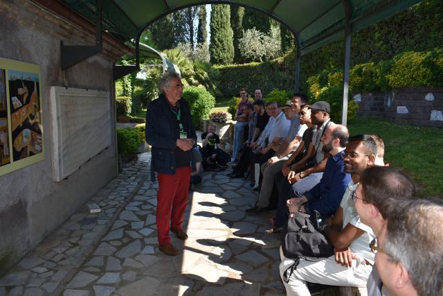 Uitleg voor het bezoek aan de catacomben van San Callisto  © Johannes 23 seminarie