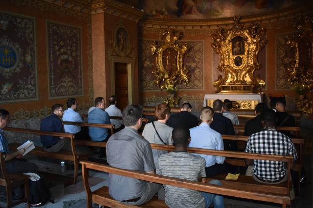 Avondgebed vlakbij kamer van heilige Jan Berchmans  © Johannes 23 seminarie