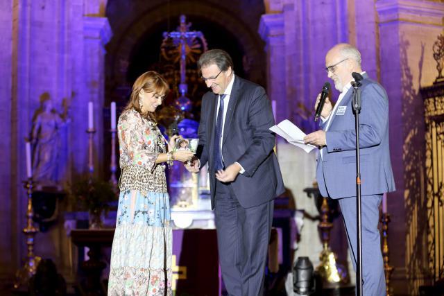 Lisa del Bo, Mgr. Herman Cosijns en Toon Osaer. © Lisa del Bo Team, foto Theo Vertessen