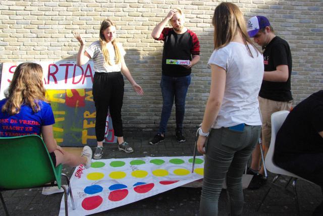 Vriendschapsbanden opfrissen met enkele gezelschapsspelletjes. © Misdienaarswerking Moerzeke-Hamme, Katrien De Cock