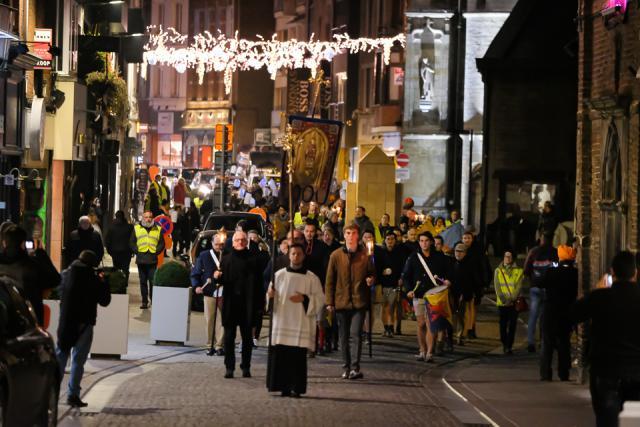 Het Trudojaar werd geopend met een feestelijke processie met het reliekschrijn van de heilige Trudo. © Trudofederatie