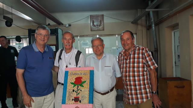 Samen met Guido Goossens, Maarten Koch en Michel Coppin in een gevangenis van Santiago  © Johan Bonny