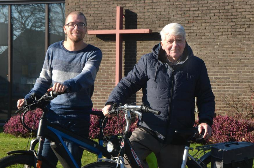Johan Van de Beek(links) en pastoor-moderator Eddy Ghijsens vormen een tandem in de pastorale eenheid Sint-Vincentius in Maasmechelen. © Tony Dupont