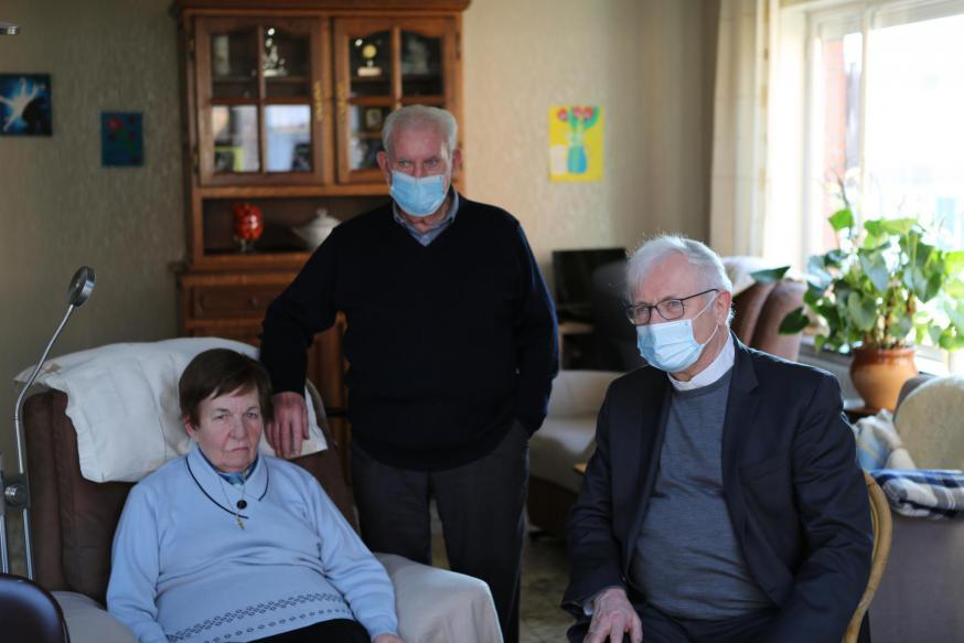 Coronaproof op bezoek bij enkele zieken © Serge Casier