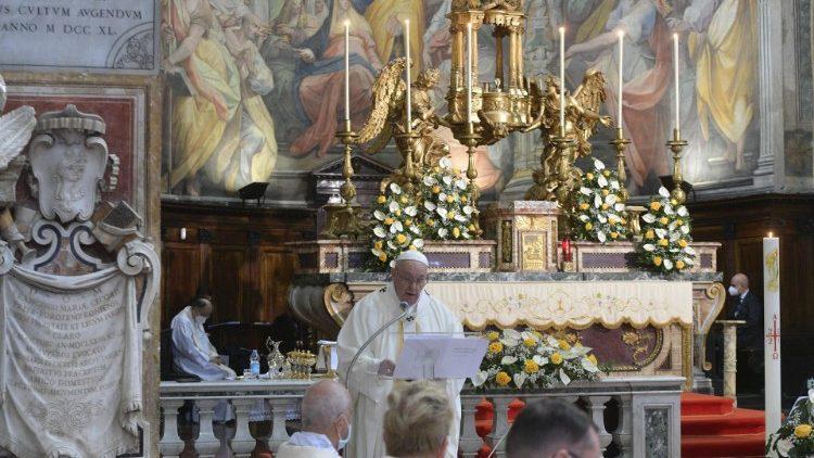 Paus Franciscus in de Santo Spirito in Sassia, de kerk van de Goddelijke Barmhartigheid in Rome, op Beloken Pasen 2021 © VaticanMedia