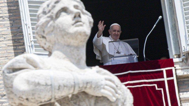 Paus Franciscus tijdens zijn angelustoespraak van zondag 13 juni 2021 © VaticanMedia