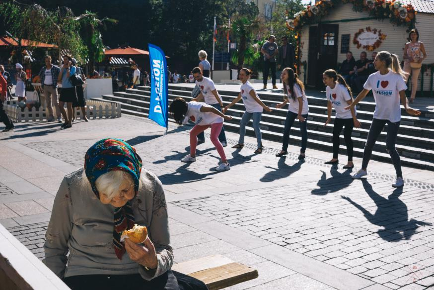 'Dit is de stad waar hun volwassen leven begint en ze hebben geen zin in saaie mensen van middelbare leeftijd of ouder die over de stoep schuifelen.' © Flickr / Andrey Naumov
