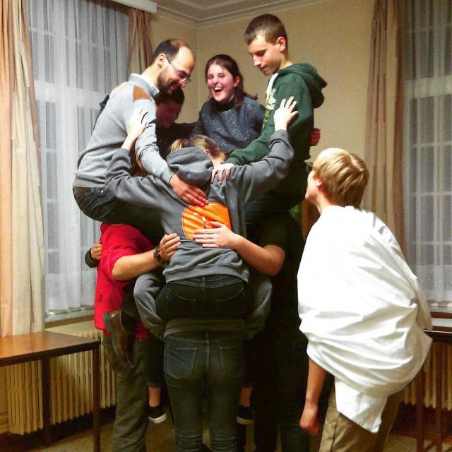 De menselijke piramide als symbool van onze vriendschap © CB