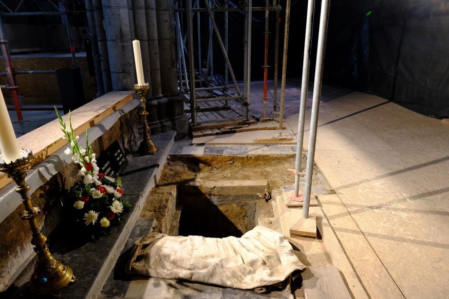 De grafkelder in het gotische koor van de Doornikse Notre-Damekathedraal waar de twee bisschoppen worden herbegraven © Office du Tourisme de Tournai