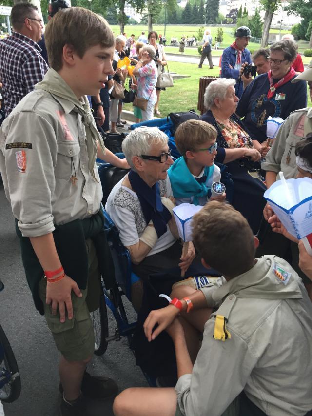 Tijdens de Lourdesbedevaart kwamen we in contact met de Hasseltse Lod Lavki Scouts