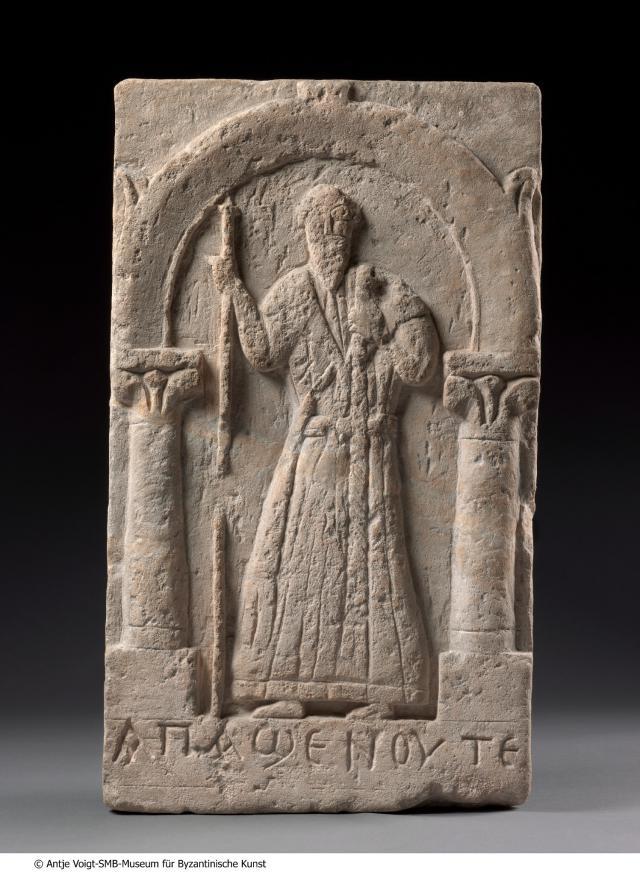 Stele met de koptische abt Sjenoete (Egypte, vijfde eeuw) © MUba