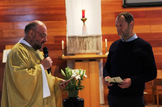Priester Jan over Hugo © foto : Stefaan Archie