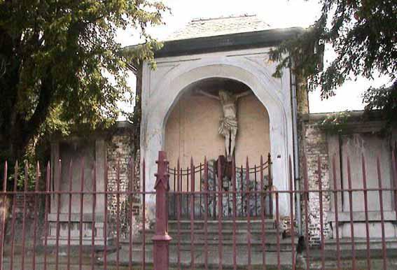 Eineplein naast de kerk