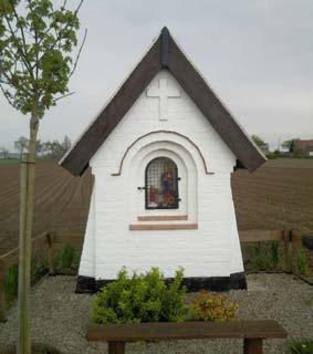 Hevelweg Melden - Kapelletje 'Onze-Lieve-Vrouw van Vlaanderen' opgericht door Cyriel De Zaeytijd (1870-1949) en Anna Hubau (1878-1962) uit dankbaarheid omdat hun 11 kinderen de oorlog overleefden.