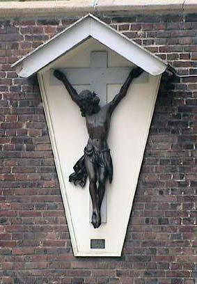 Wortegemstraat aan zijgevel Sint-Pietersbandenkerk Bevere